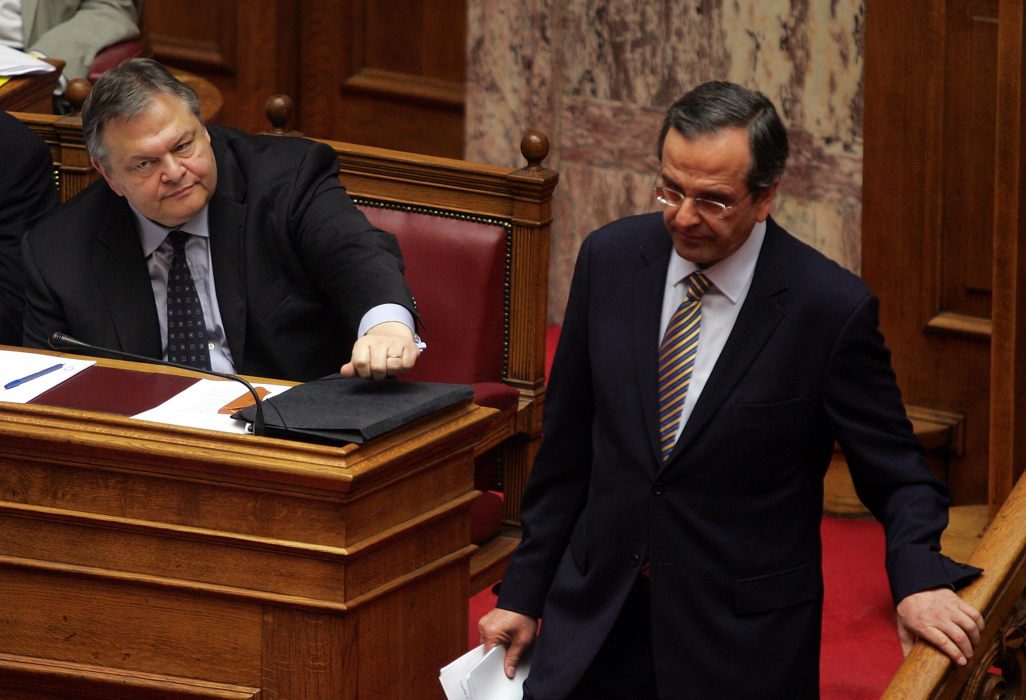 Μετωπική σύγκρουση κυβέρνησης και ΝΔ | tovima.gr