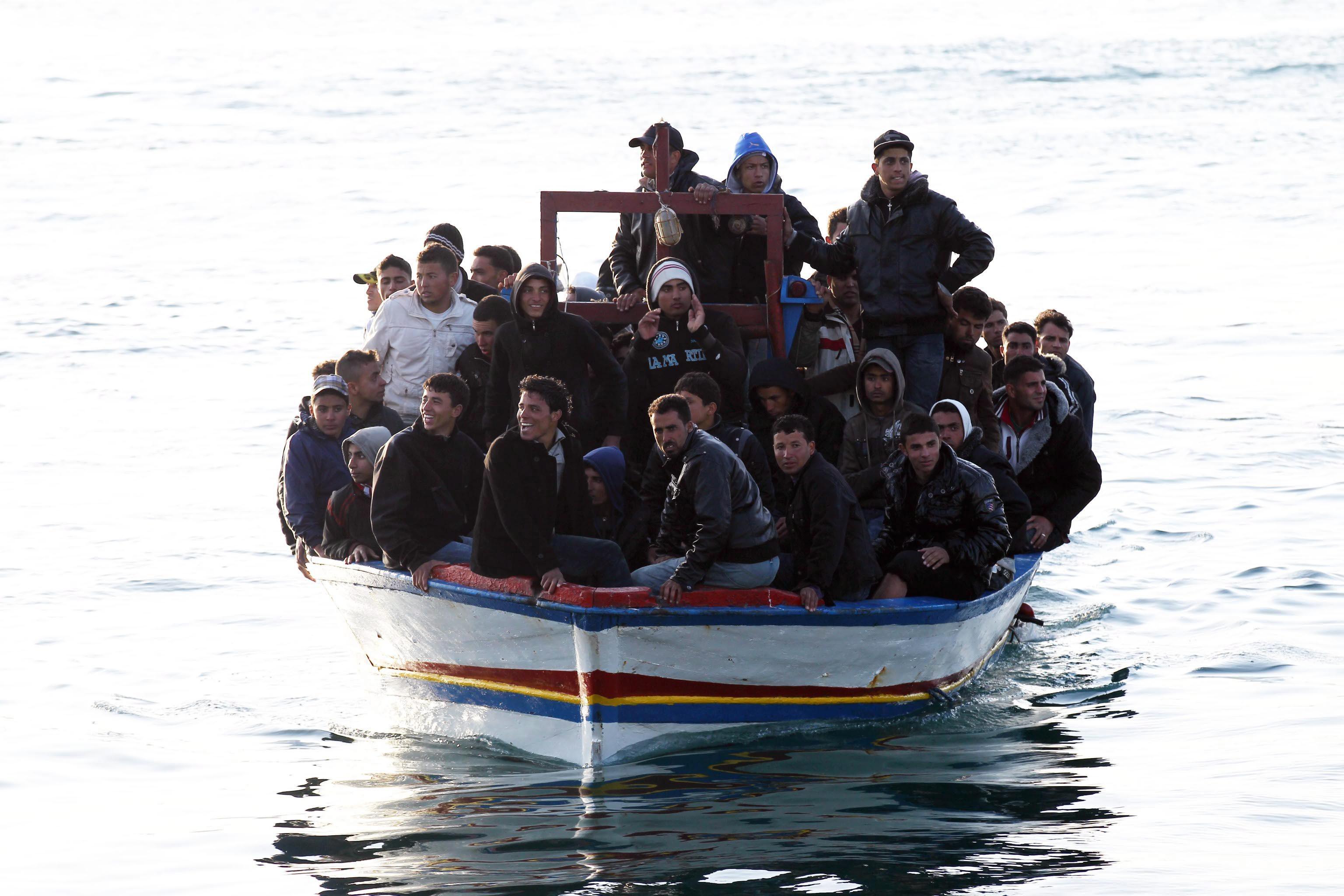 Ερευνα για πλοίο του ΝΑΤΟ που άφησε αβοήθητους πρόσφυγες ζητά η Ιταλία   tovima.gr