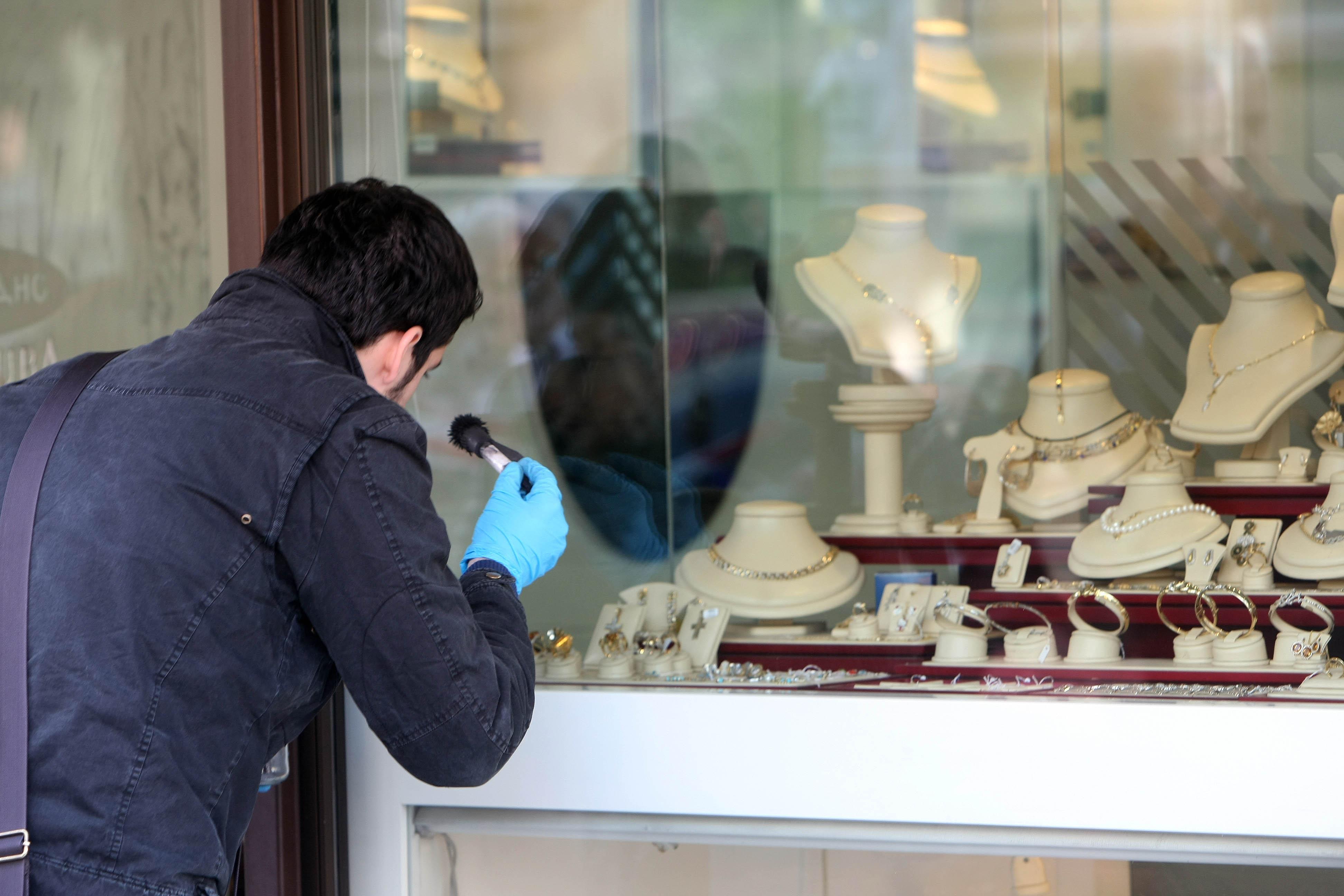 Νέα διάρρηξη σε κοσμηματοπωλείο | tovima.gr