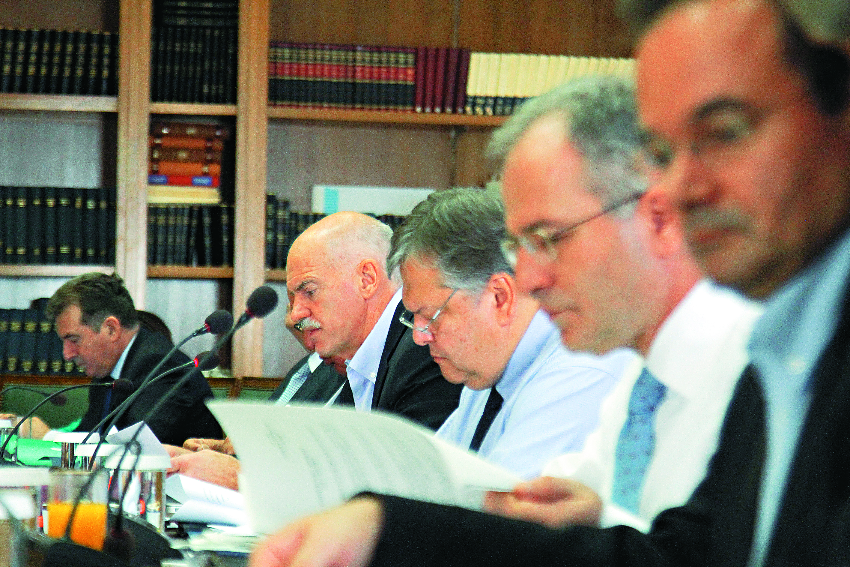 «Κόκκινη κάρτα» σε 7 υπουργούς, «πικρός καφές» στους Ελληνες   tovima.gr