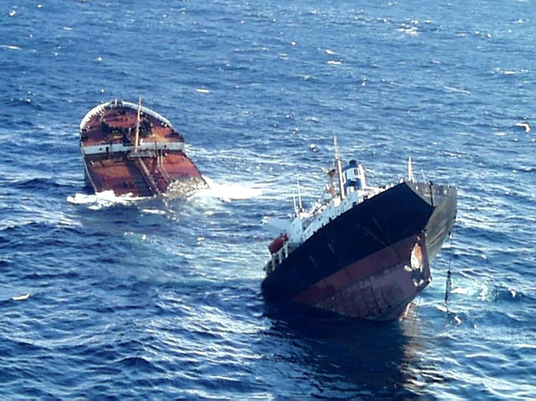 Αλβανία: Βυθίστηκε τάνκερ κοντά στο λιμάνι του Δυρραχίου | tovima.gr