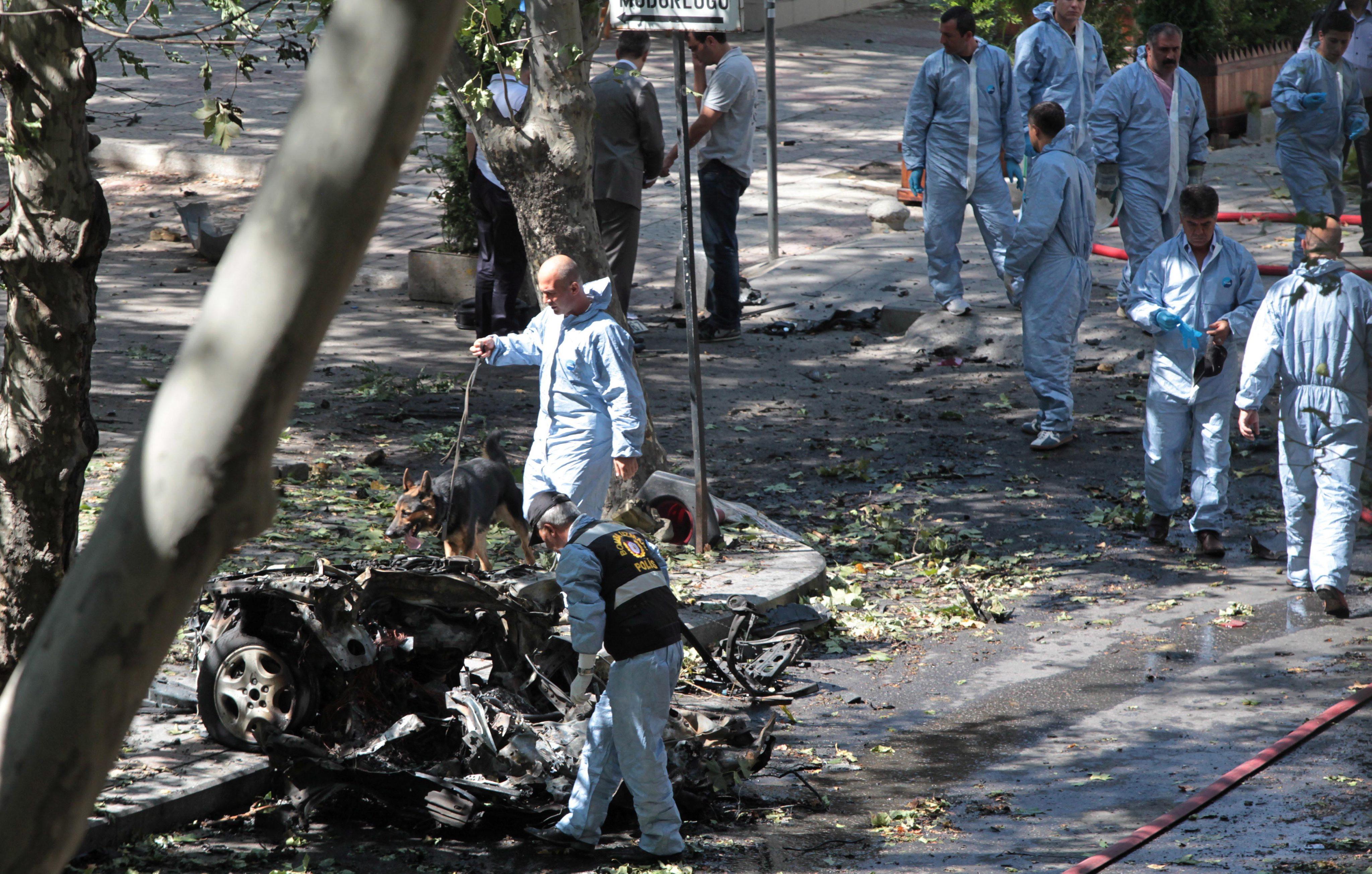 Τουρκία: βομβιστική έκρηξη με 2 νεκρούς και 19 τραυματίες   tovima.gr