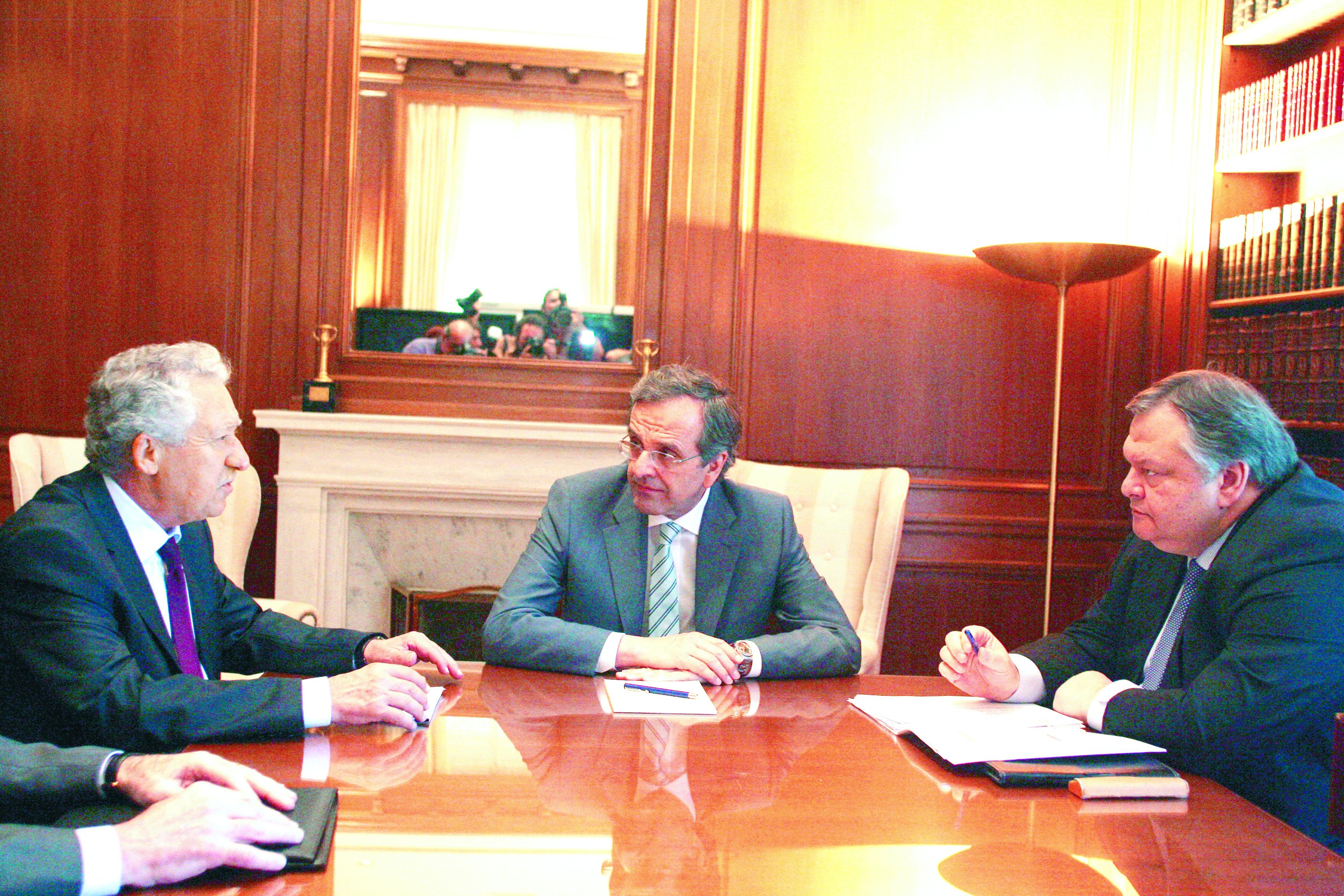 Καταρχήν συμφωνία των πολιτικών αρχηγών για τα ισοδύναμα μέτρα | tovima.gr