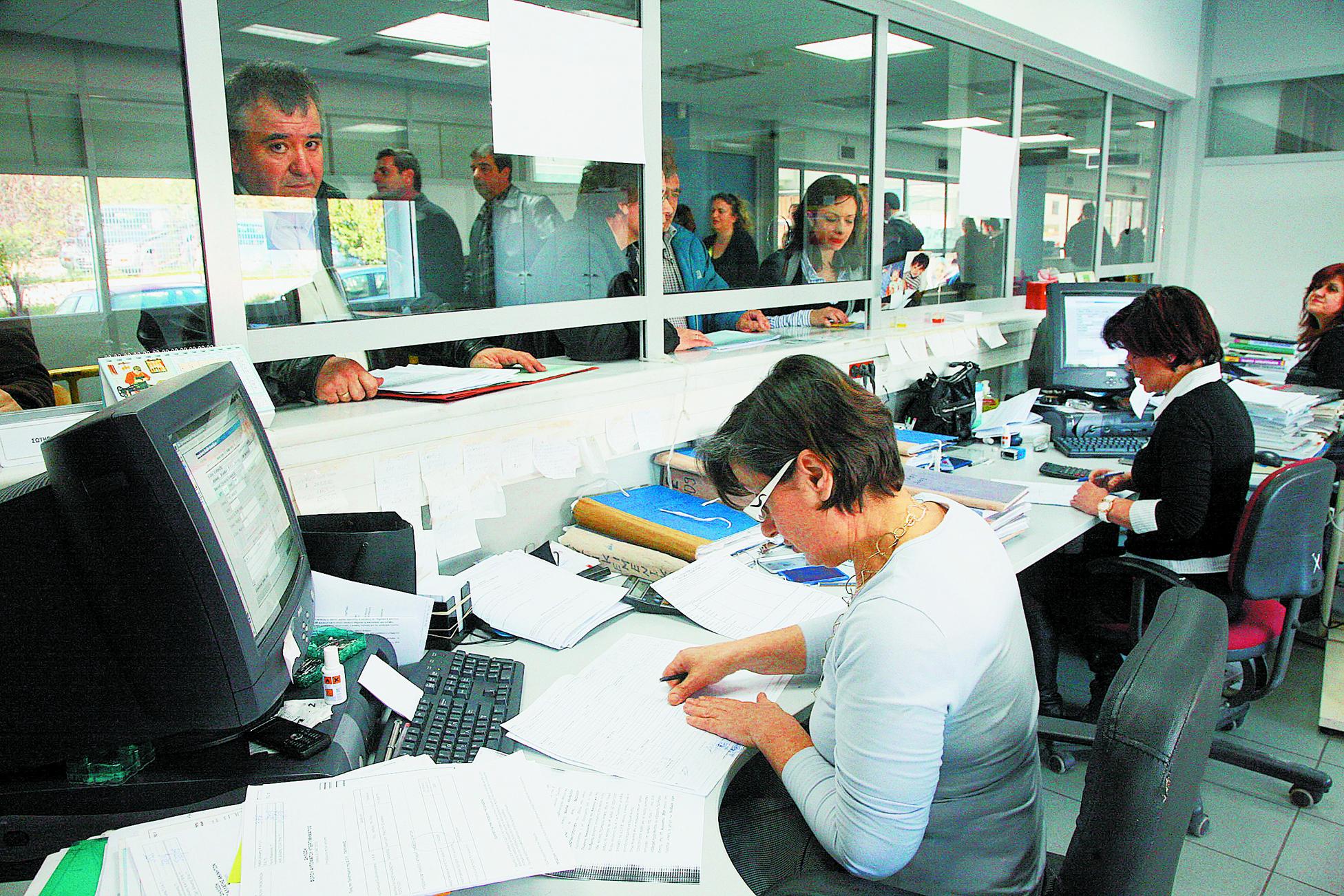 Ειδοποιητήριο σε 29.000 ιδιοκτήτες ΙΧ που δεν πλήρωσαν τέλη κυκλοφορίας | tovima.gr