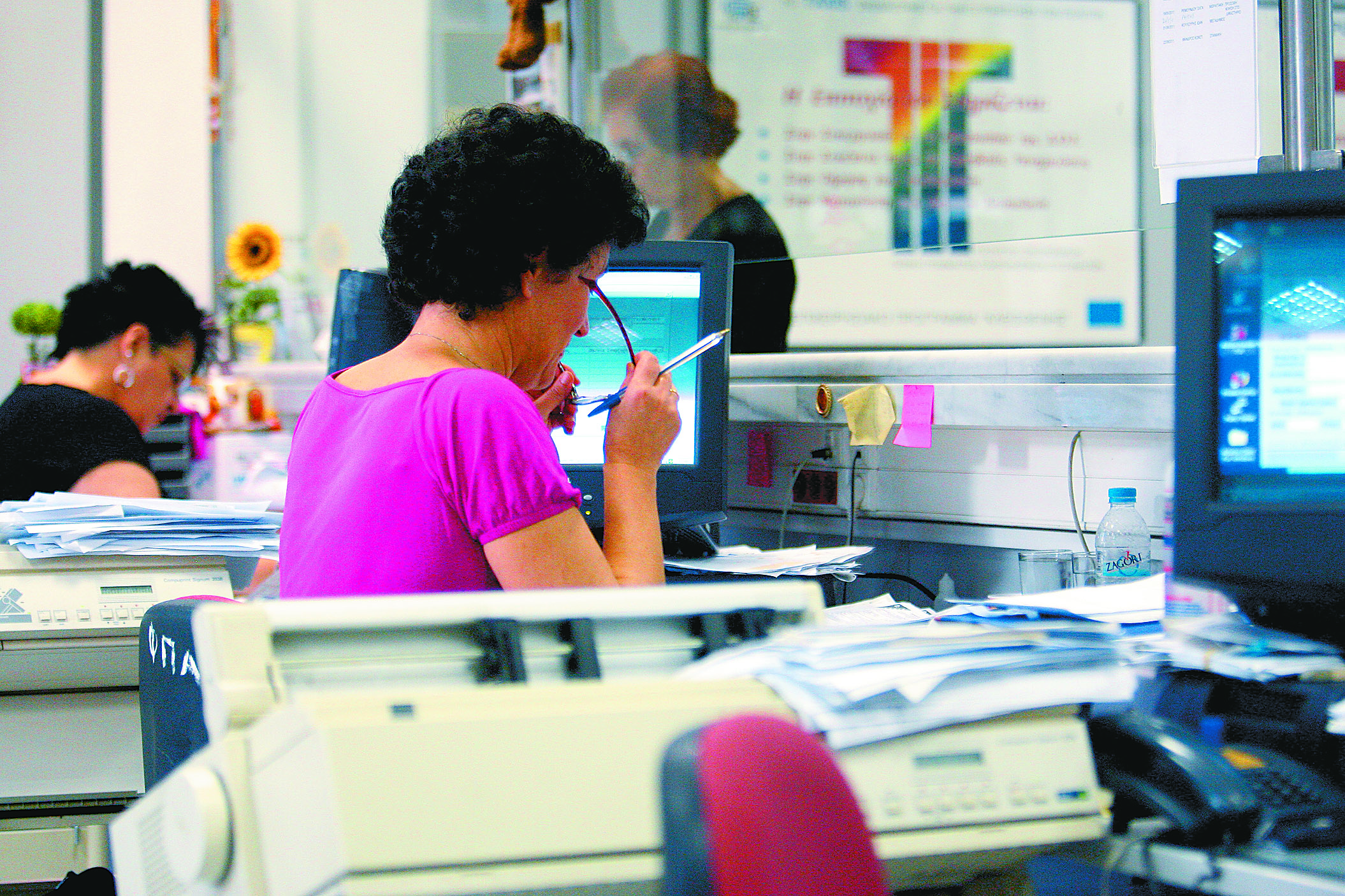 Νέα εμπλοκή με τη διαθεσιμότητα 12.500 δημοσίων υπαλλήλων | tovima.gr