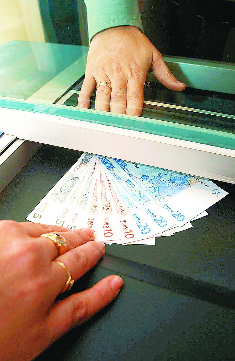 Καταδίκη 25 ετών για προϊσταμένη τράπεζας στη Λάρισα   tovima.gr