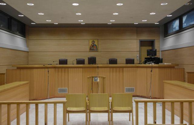 Defendant stabs investigator secretary in Athens courts   tovima.gr