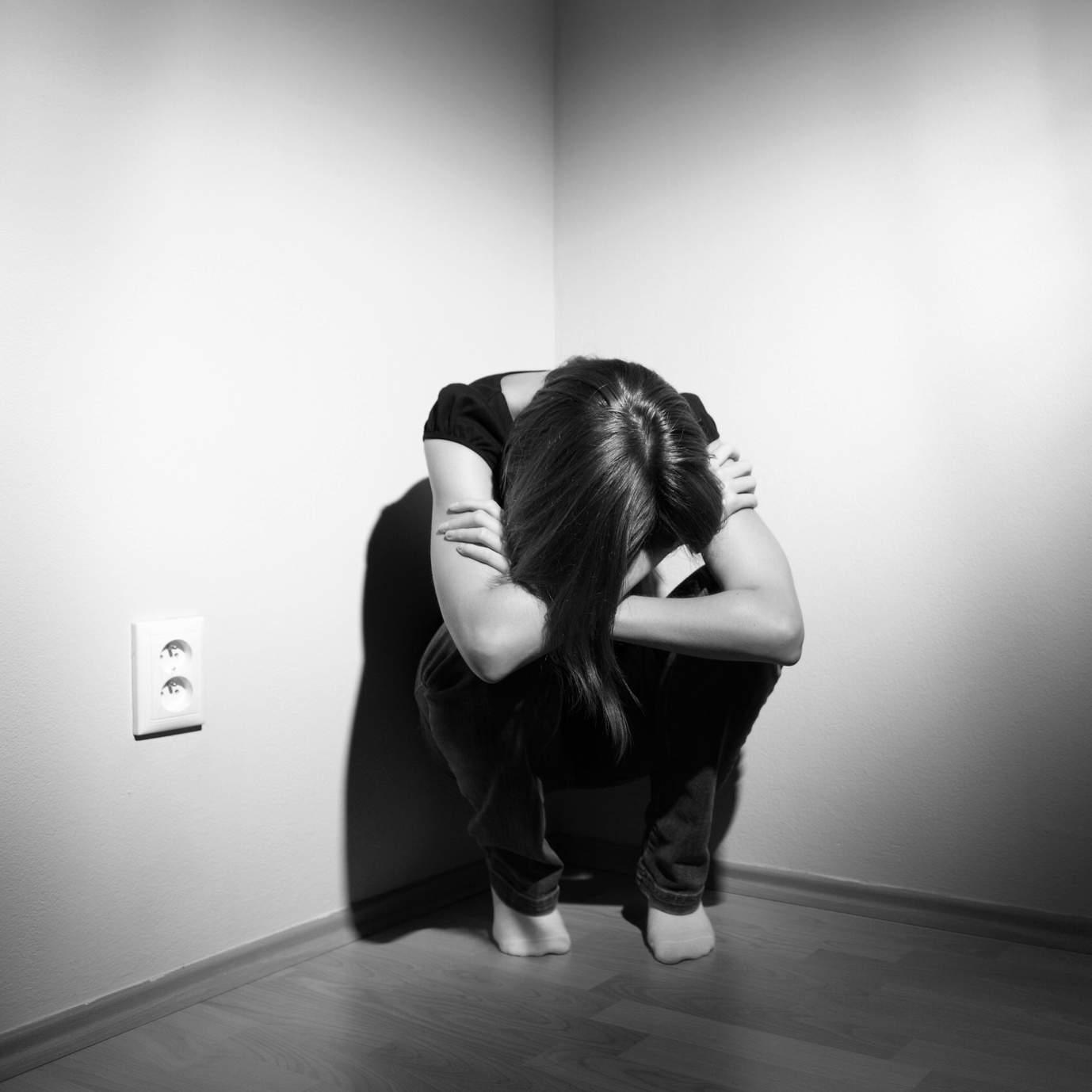 που βγαίνει με μια κοπέλα που κακοποιήθηκε σωματικά.