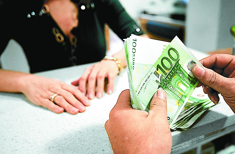 Σταθερά τα επιτόκια καταθέσεων, πτώση στα δάνεια το Φεβρουάριο   tovima.gr