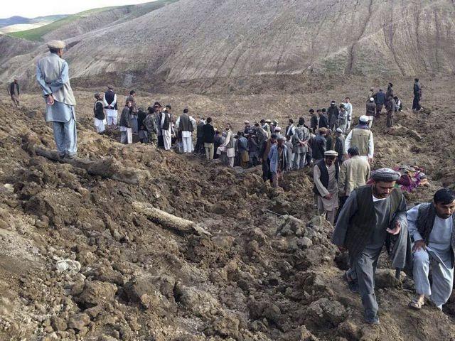 Ανασύρθηκαν 300 νεκροί στο Αφγανιστάν  –  2.500 άτομα έχουν θαφτεί από την κατολίσθηση | tovima.gr