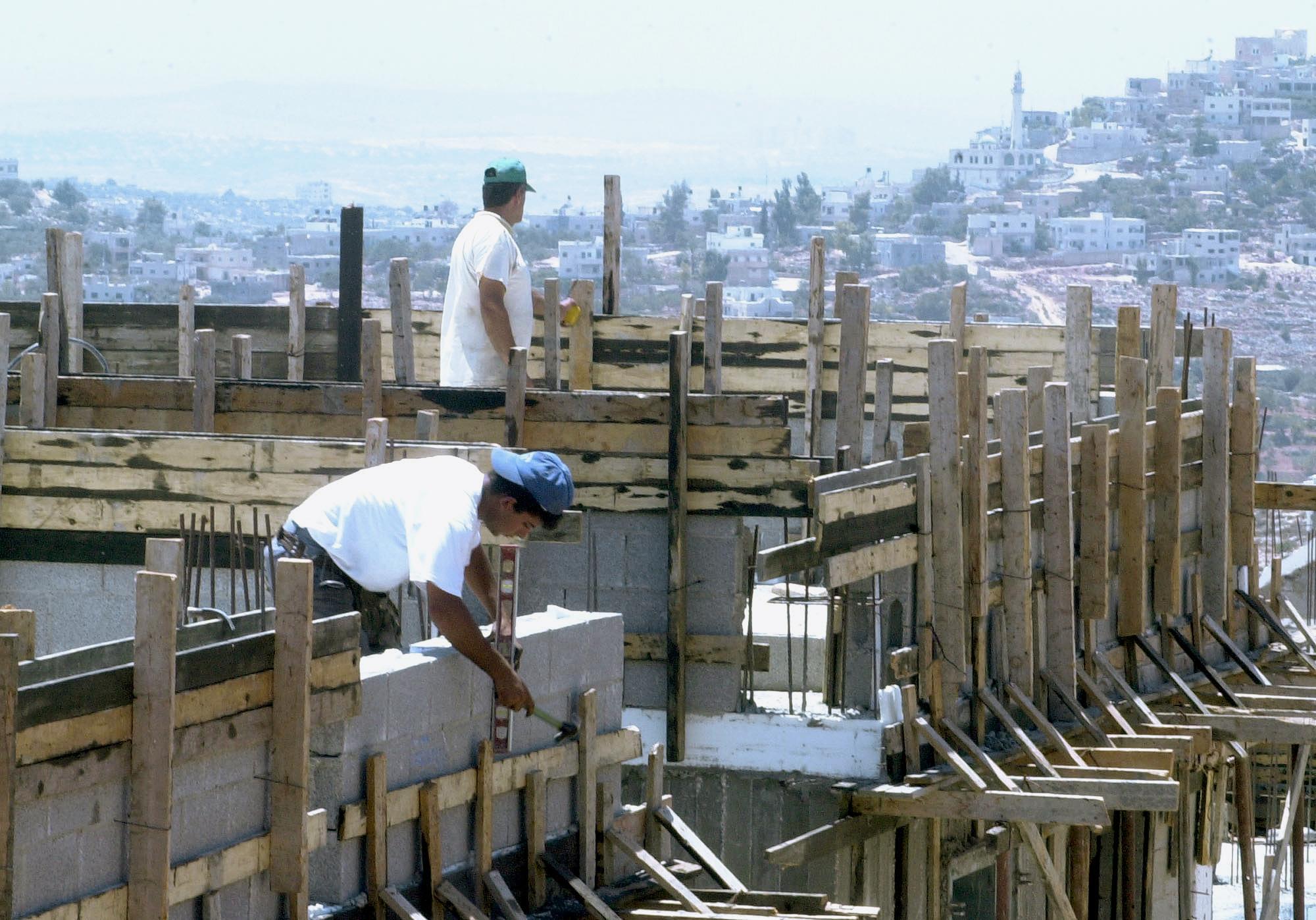 Μειώθηκαν κατά 2,7% οι τιμές στα οικοδομικά υλικά τον Μάιο | tovima.gr