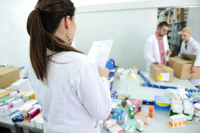 Pharmacist union reacts to Health Ministry's decree on mark ups | tovima.gr