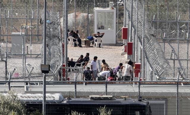 Clash between police and migrants at Amygdaleza detention center | tovima.gr