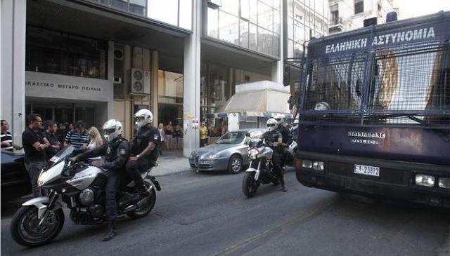 «Κόκκινος» συναγερμός στην ΕΛ.ΑΣ για χτύπημα κατά αστυνομικού στόχου | tovima.gr