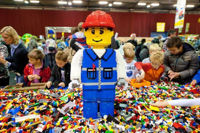 Η Lego σταματά τις εμπορικές σχέσεις της με τη Shell | tovima.gr