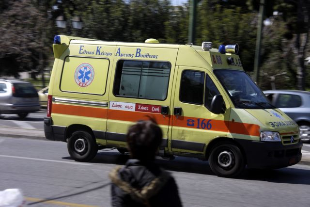 Car crashes into Postbank store – driver succumbs to serious injuries | tovima.gr