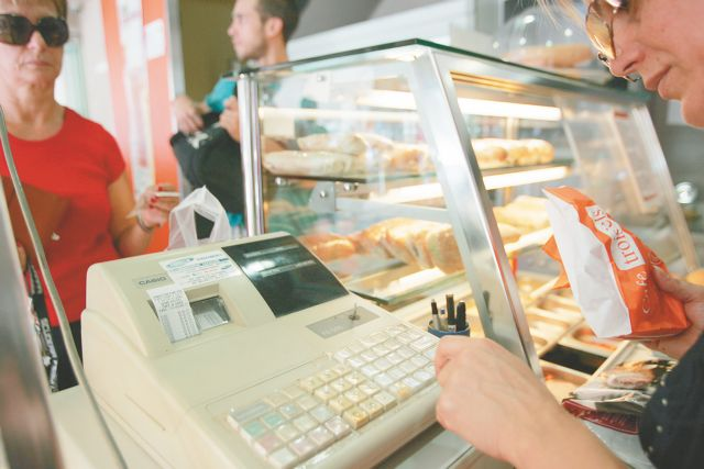 Government considers 18% VAT for cash purchases and 15% for cards | tovima.gr