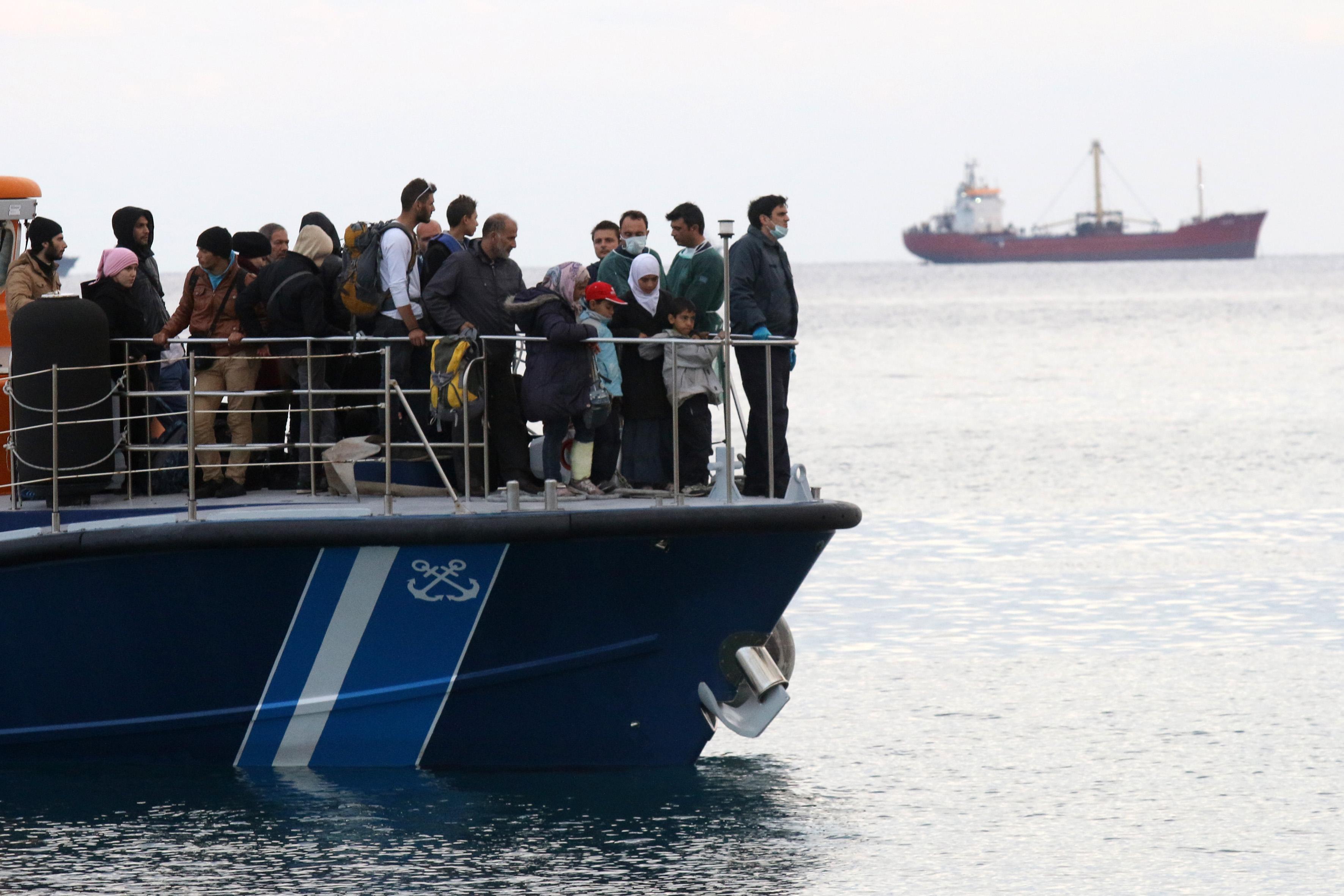 Αντίπαξοι: Σώοι οι μετανάστες που βρέθηκαν σε ακυβέρνητο πλοιάριο | tovima.gr