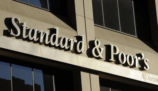 Standard & Poor's: Σε «αρνητική» υποβάθμισε την προοπτική της Βρετανίας | tovima.gr