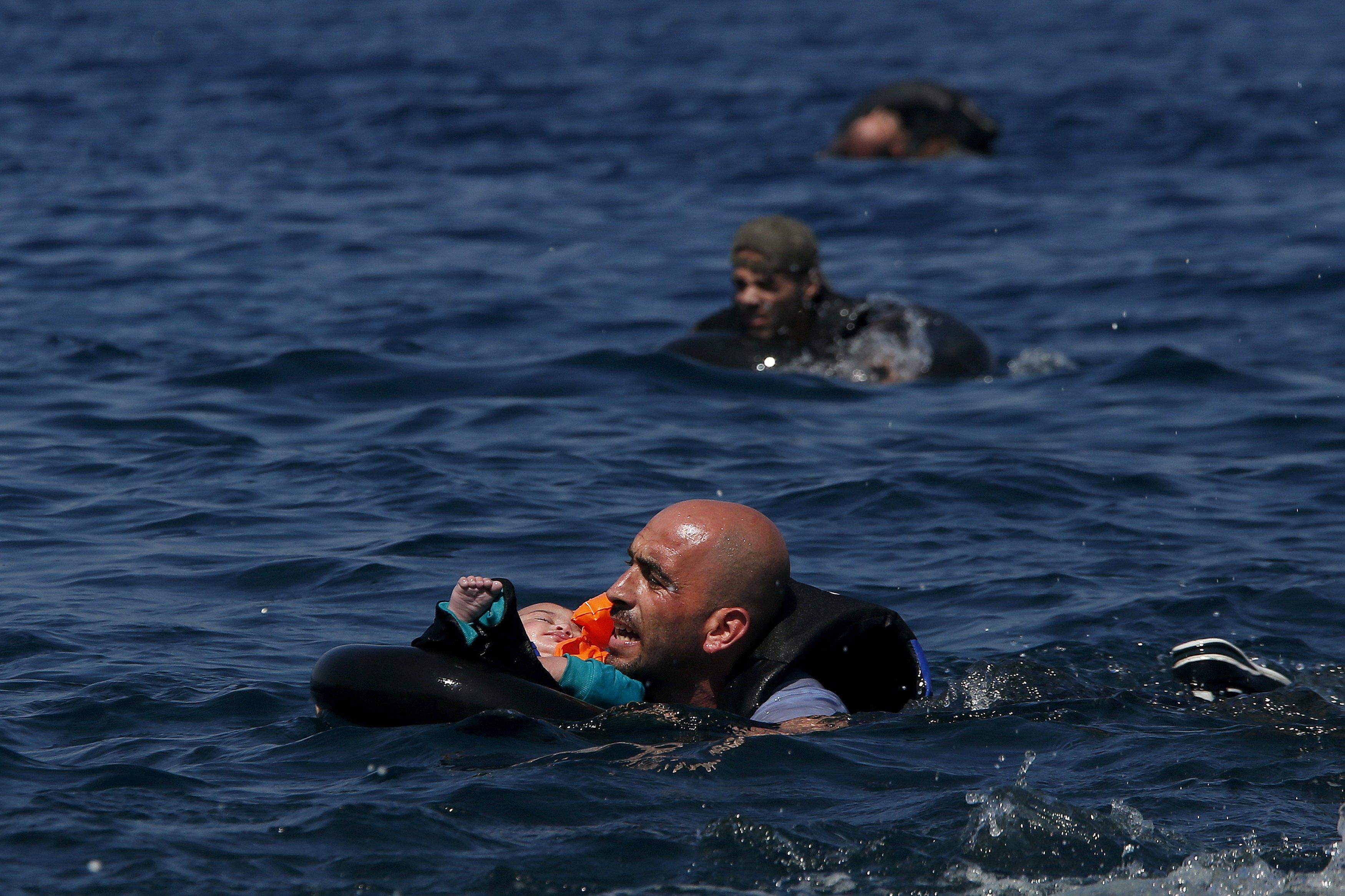 Σχεδόν 100 σοροί προσφύγων και μεταναστών στις ακτές της Λιβύης | tovima.gr