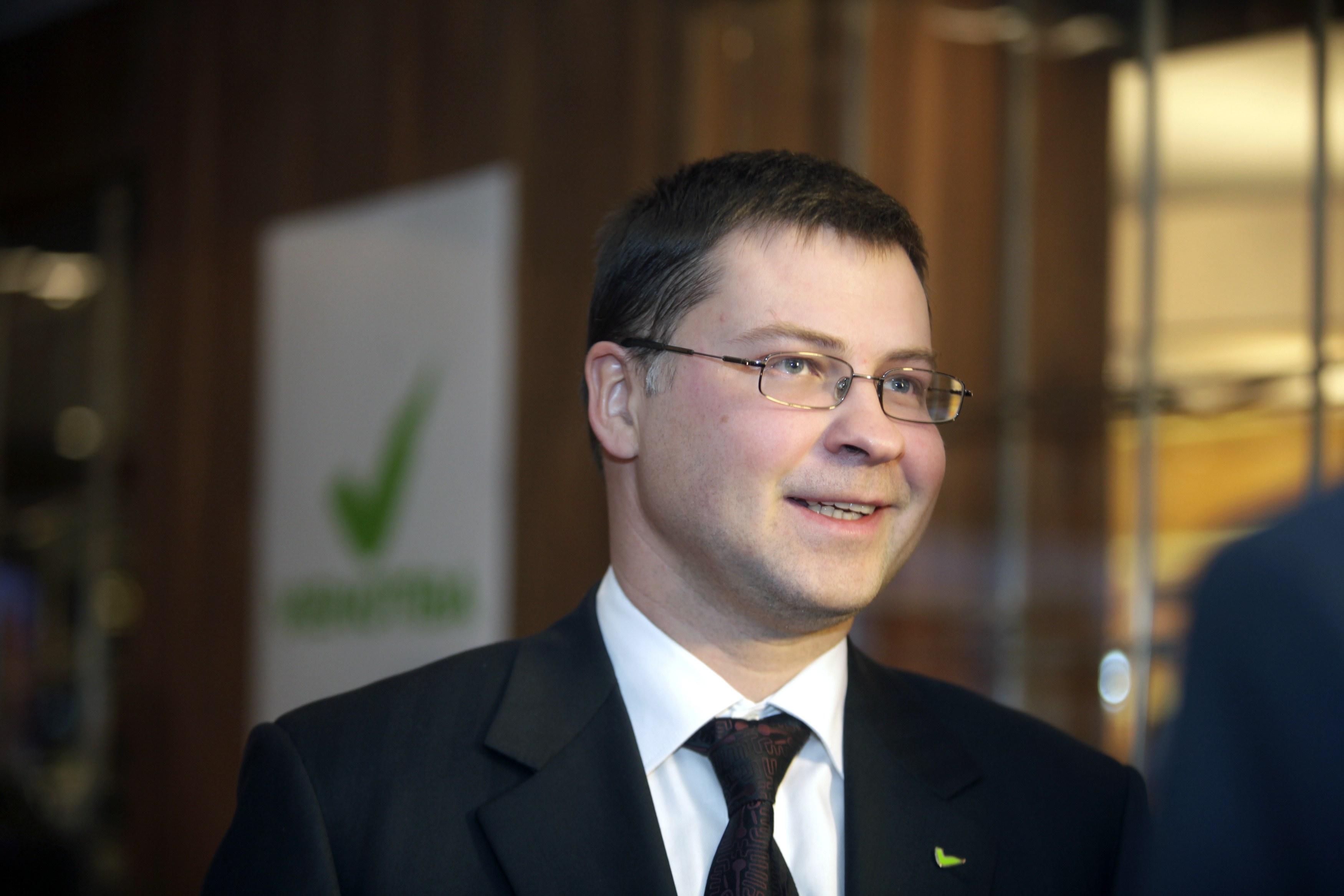 Ντομπρόβσκις:Την επόμενη εβδομάδα θα εγκριθεί η δόση των 2 δισ. ευρώ   tovima.gr