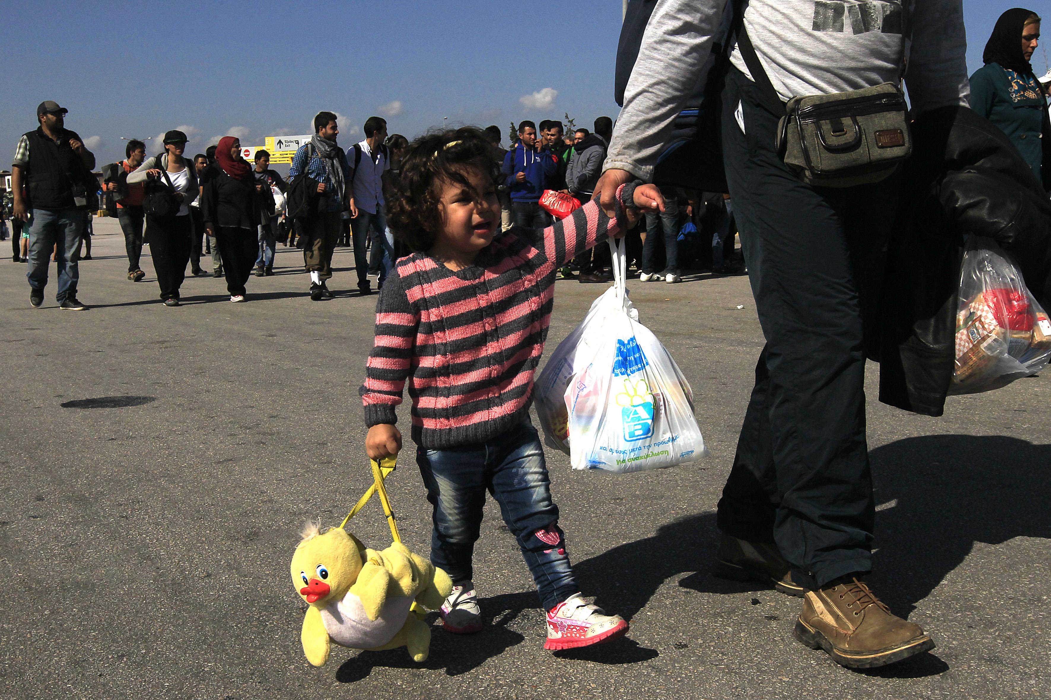 Δύο πλοία με πάνω από 3.000 πρόσφυγες φτάνουν στον Πειραιά | tovima.gr