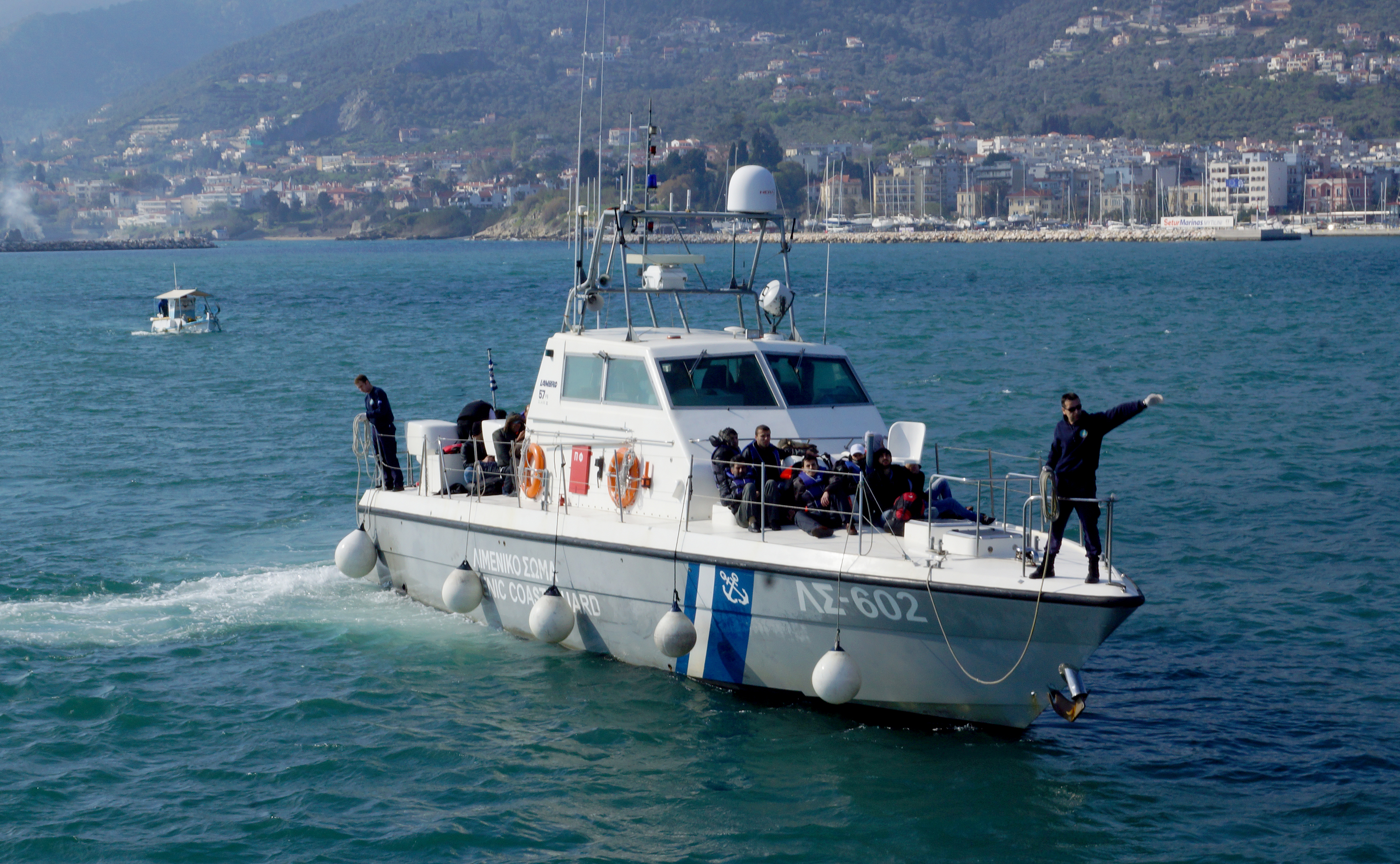Αίσιο τέλος για το ναυάγιο ανοικτά της Λέσβου   tovima.gr