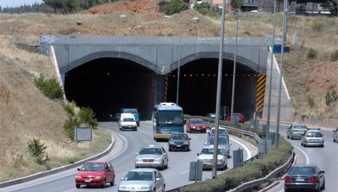 Θεσσαλονίκη: Ουρές χιλιομέτρων στην Περιφερειακή οδό λόγω καραμπόλας   tovima.gr