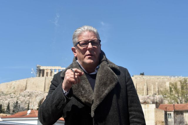Φαμπρ: Υποστήριζα τους έλληνες καλλιτέχνες, αλλά κάποιοι ήταν λιγάκι ηλίθιοι | tovima.gr