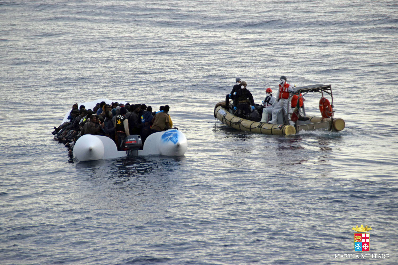 AFP: Νέο ναυάγιο ανοιχτά της Λιβύης, δεκάδες πρόσφυγες στο νερό | tovima.gr