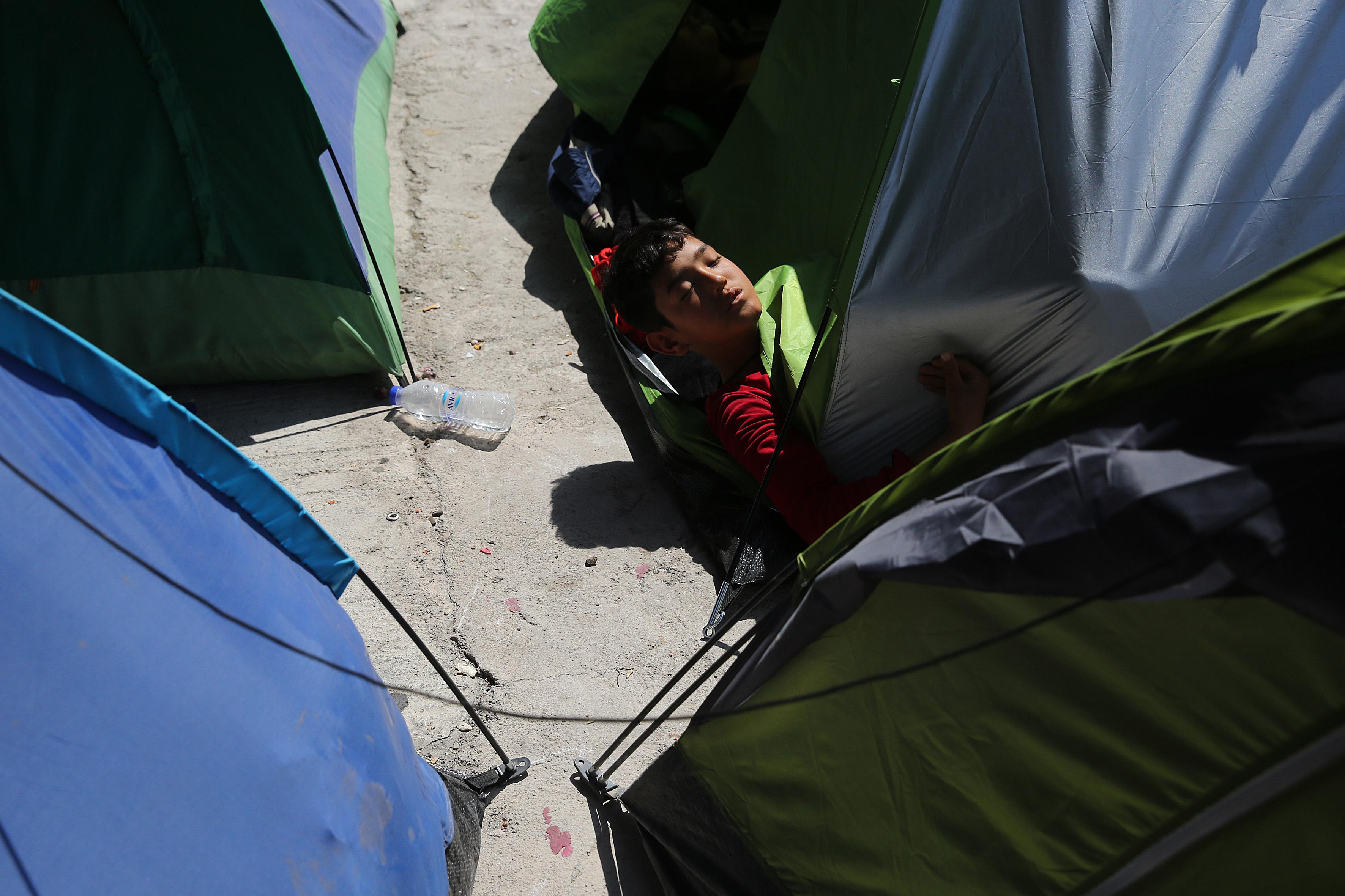 Συμπλοκή με έναν αφγανό τραυματία στο λιμάνι του Πειραιά | tovima.gr