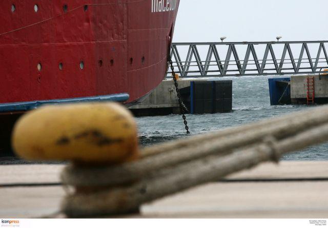 Πρόσκρουση πλοίων στο λιμάνι της Κυλλήνης | tovima.gr
