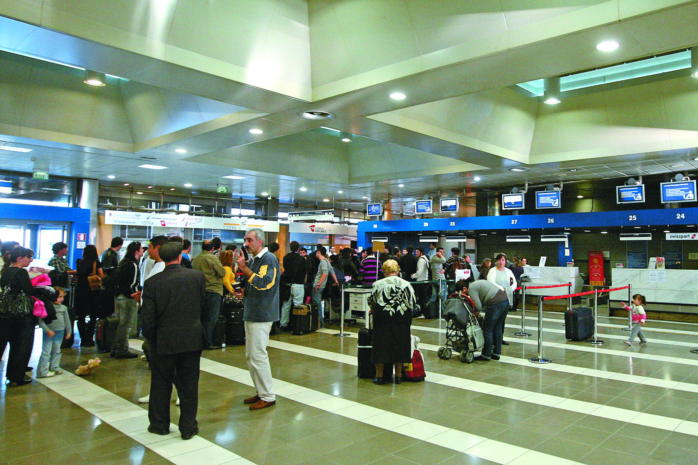 Διαβούλευση Fraport – εκπροσώπων αεροπορικών εταιρειών για τα τέλη | tovima.gr