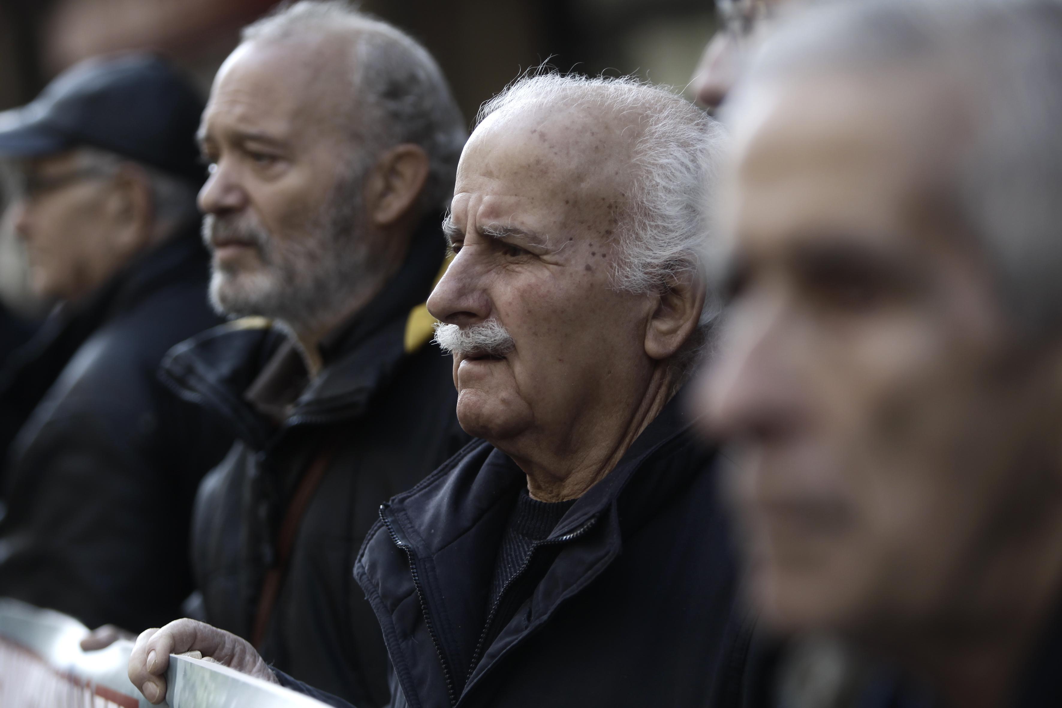 Τι προβλέπει η εγκύκλιος για τον κόφτη στις συντάξεις άνω των €2.000 | tovima.gr