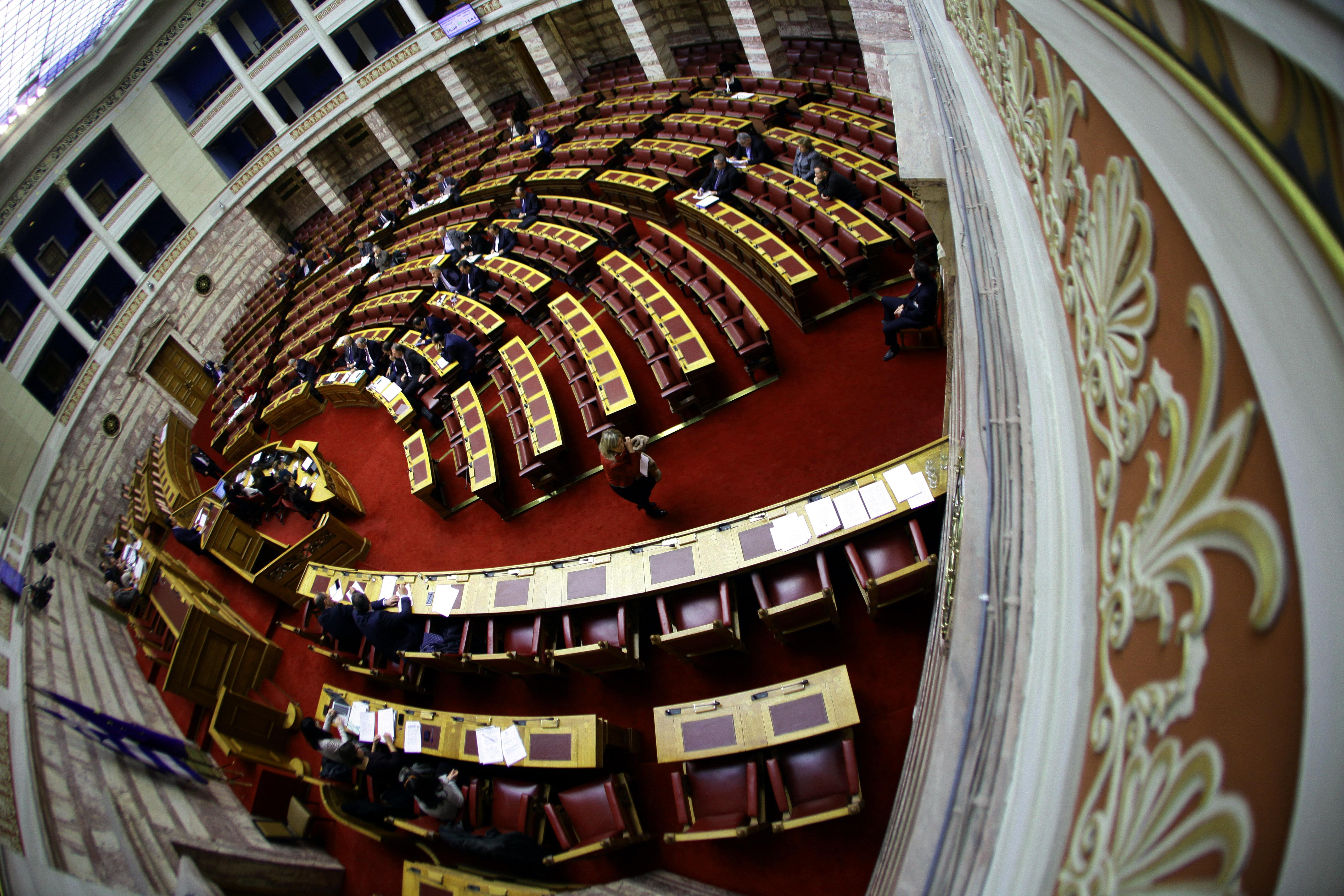 Ψηφίστηκε η τρίμηνη παράταση για την υποβολή των «πόθεν έσχες» | tovima.gr