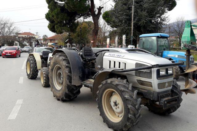 Ζεσταίνουν τις μηχανές στα τρακτέρ: Αγροτικές συγκεντρώσεις τη Δευτέρα | tovima.gr