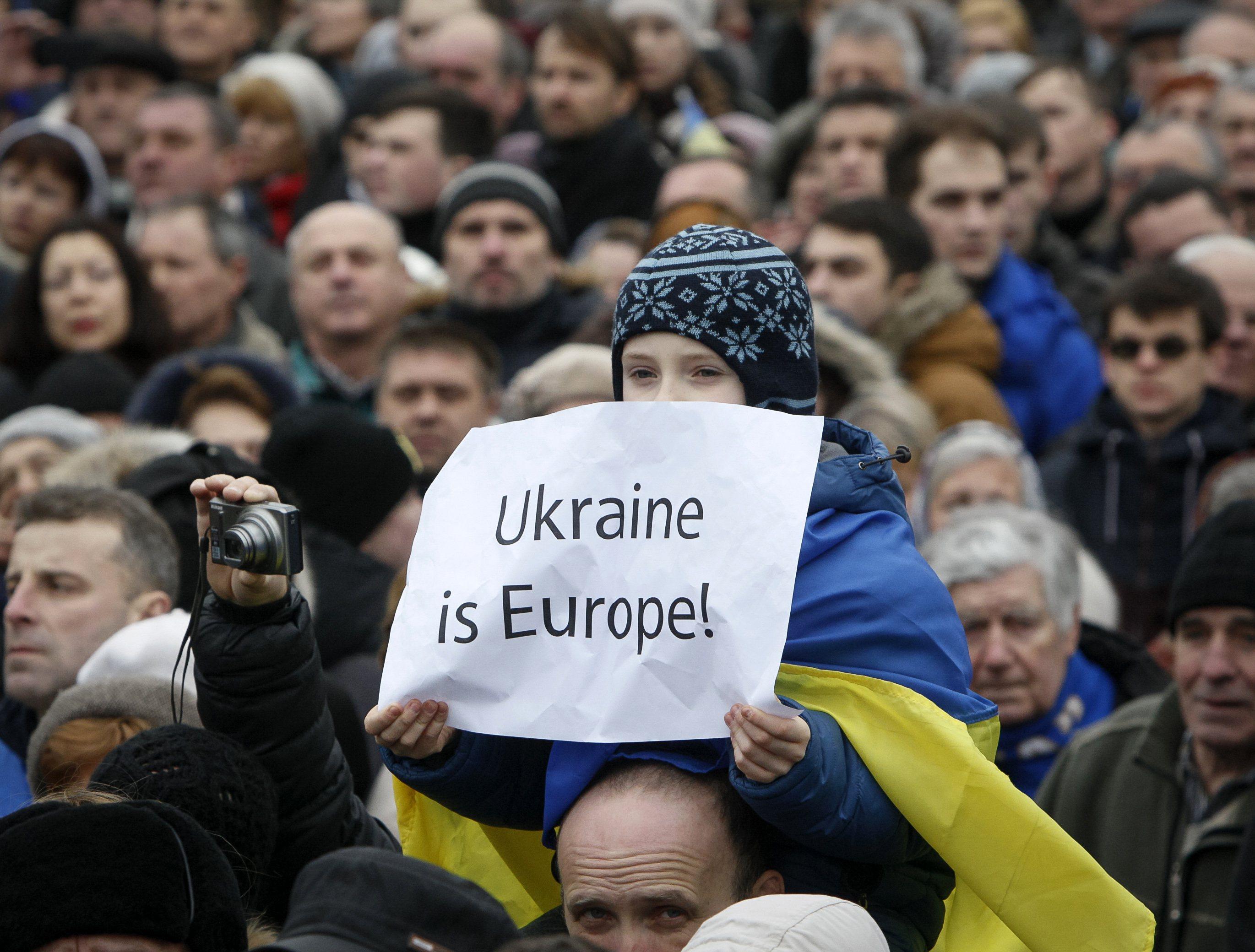 Οι ουκρανοί πολίτες θα μπορούν να ταξιδεύουν χωρίς βίζα στην ΕΕ | tovima.gr