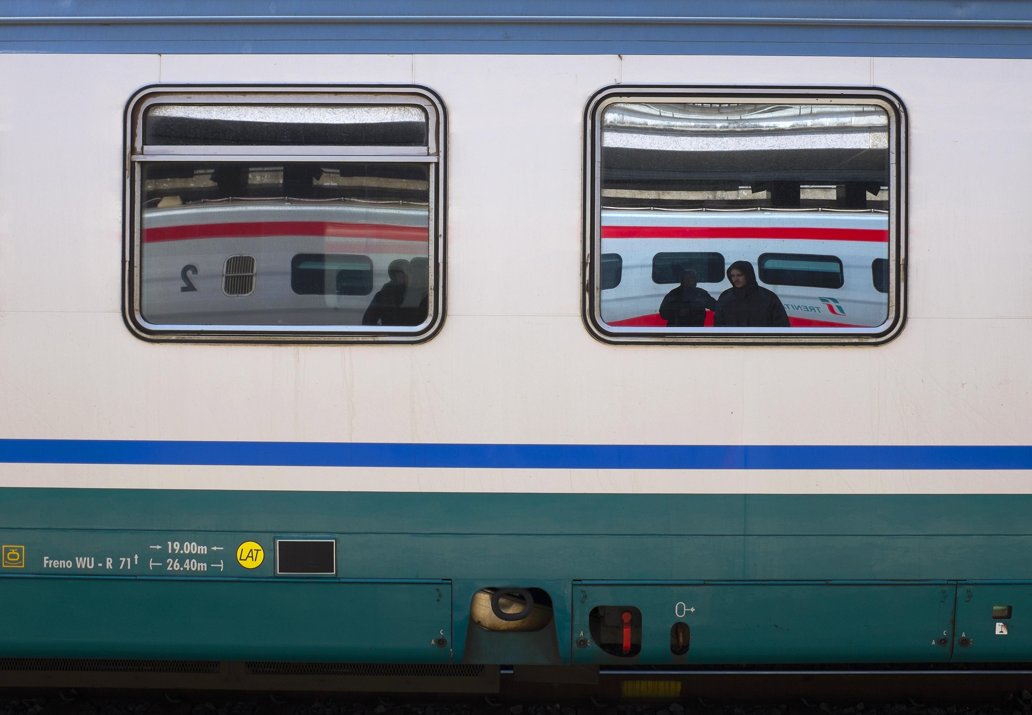 Ιταλία: Εφηβος σκοτώθηκε βγάζοντας selfie με τρένο εν κινήσει   tovima.gr