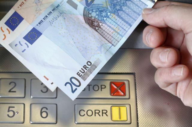 Οι μισθοί στην Ελλάδα «μειώνονται κατά 3,1% κάθε χρόνο από το 2009»   tovima.gr