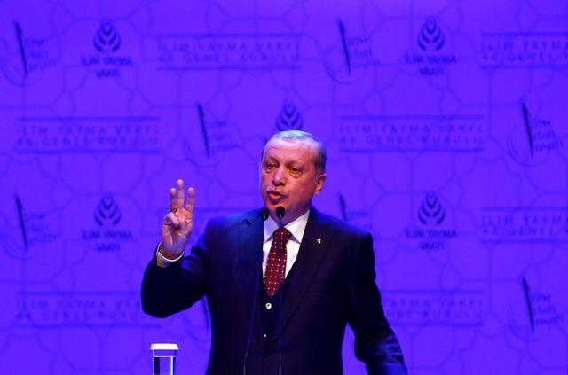 Με δημοψήφισμα και για τις ενταξιακές διαπραγματεύσεις απειλεί ο Ερντογάν | tovima.gr