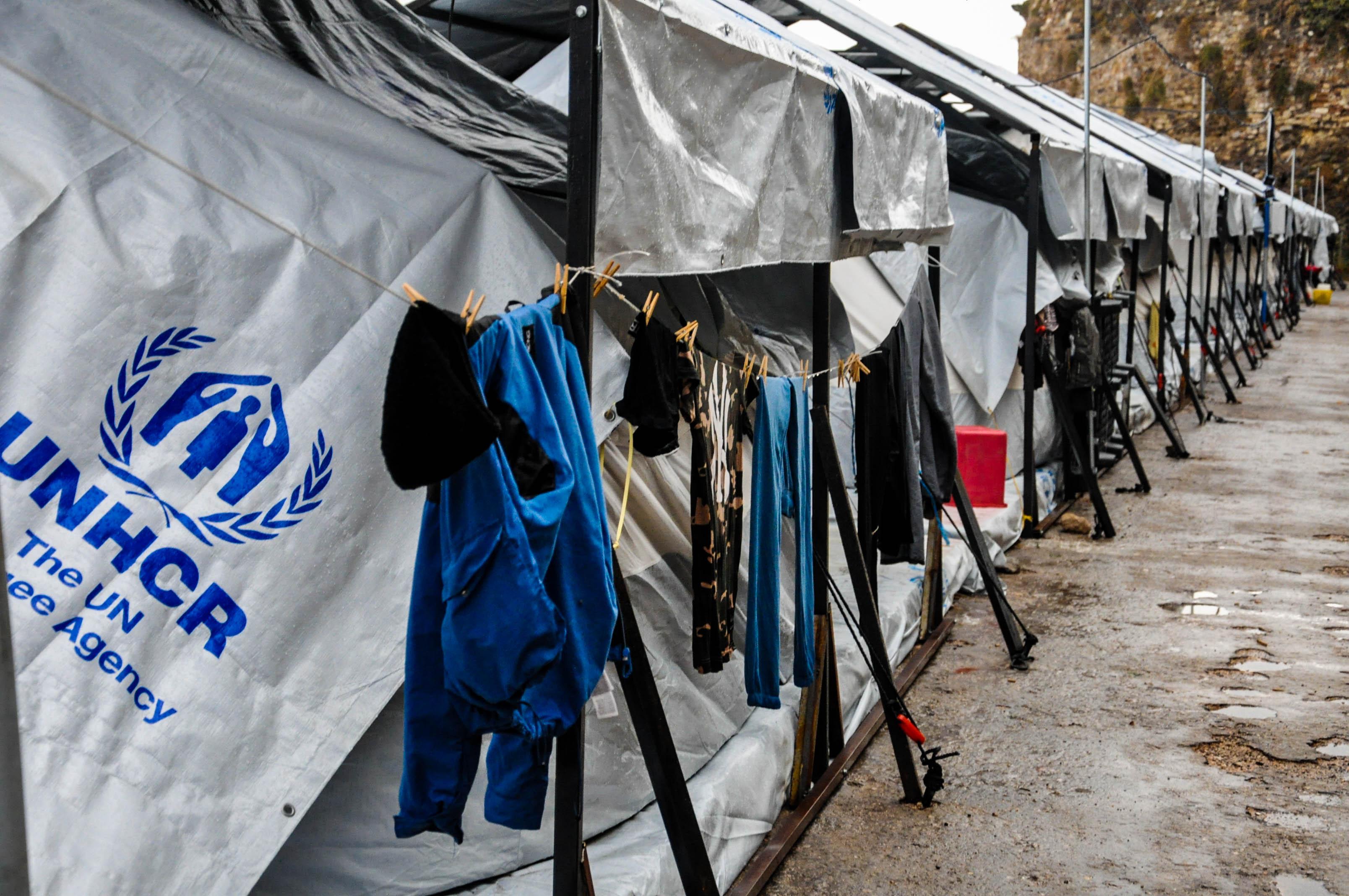 Σε νοσοκομείο της Αθήνας ο Σύρος που αυτοπυρπολήθηκε στη Χίο | tovima.gr