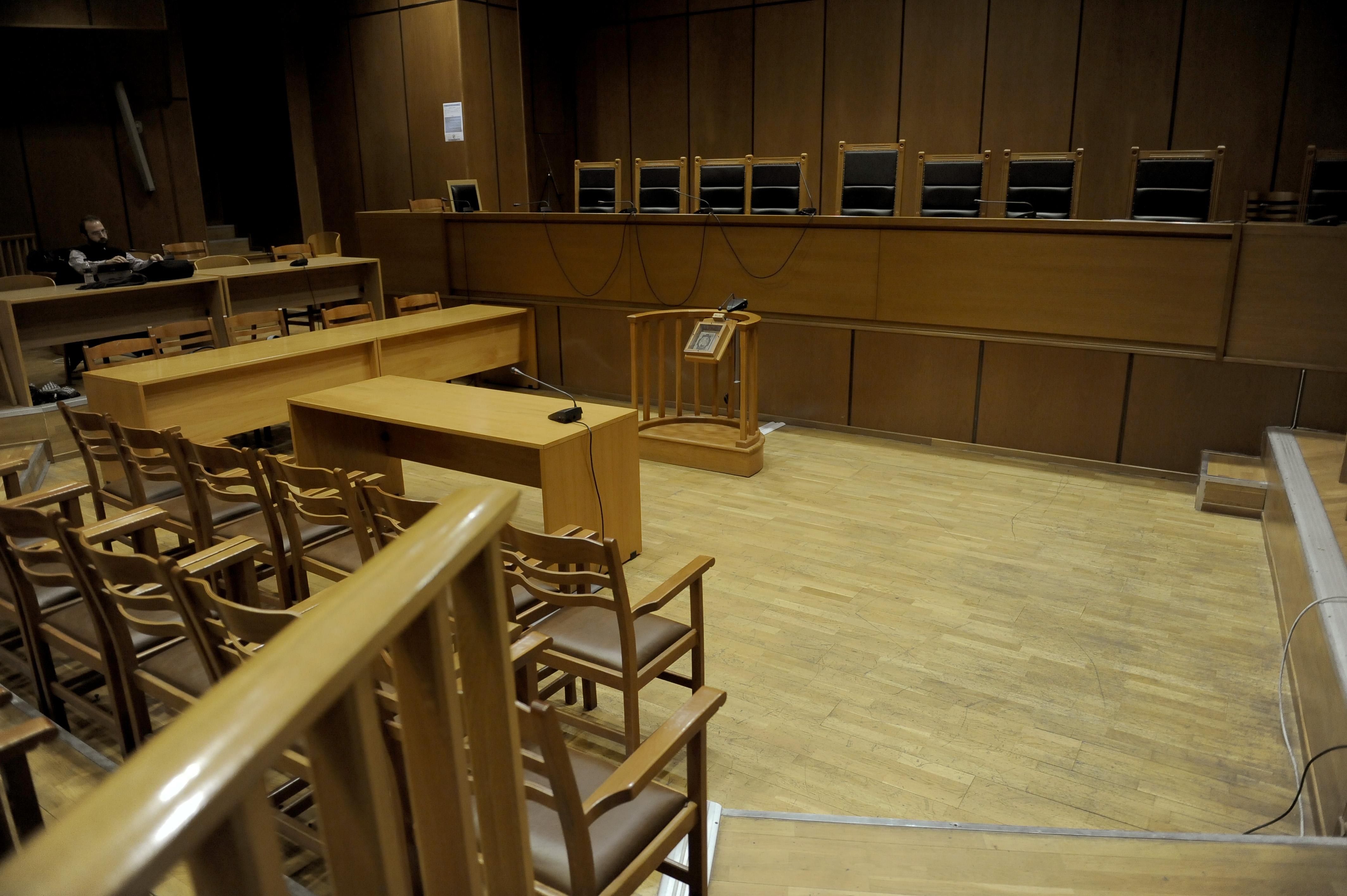 Εδώλιο για τα 6 μέλη του Συμβουλίου Εμπειρογνωμόνων του ΤΑΙΠΕΔ   tovima.gr