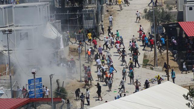 Ένοχοι για τα επεισόδια στη Μόρια 32 πρόσφυγες και μετανάστες   tovima.gr