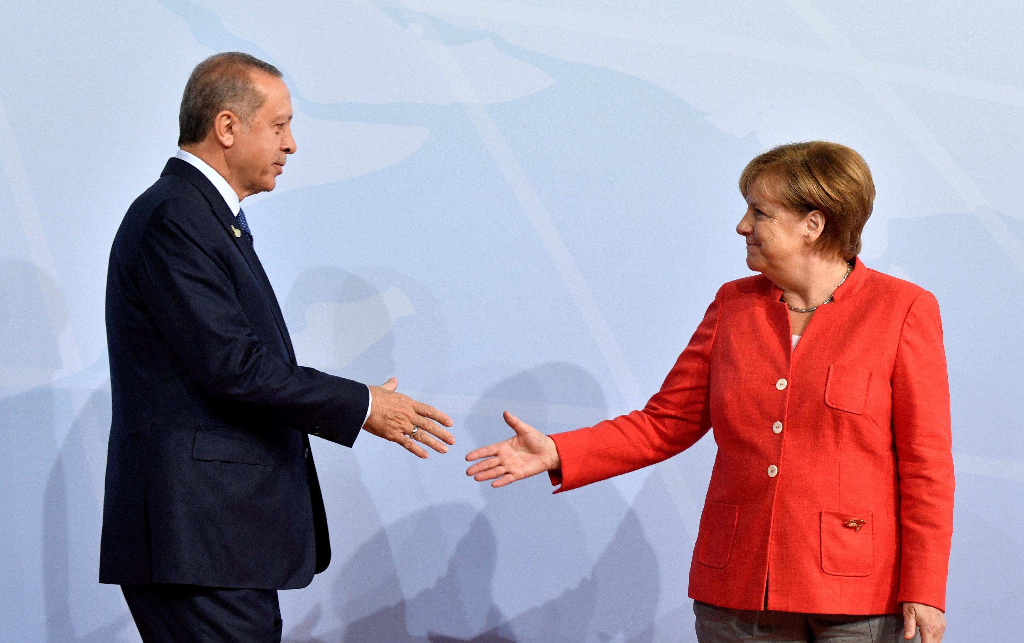 Η Μέρκελ συνεχάρη τον Ερντογάν για την επανεκλογή του | tovima.gr