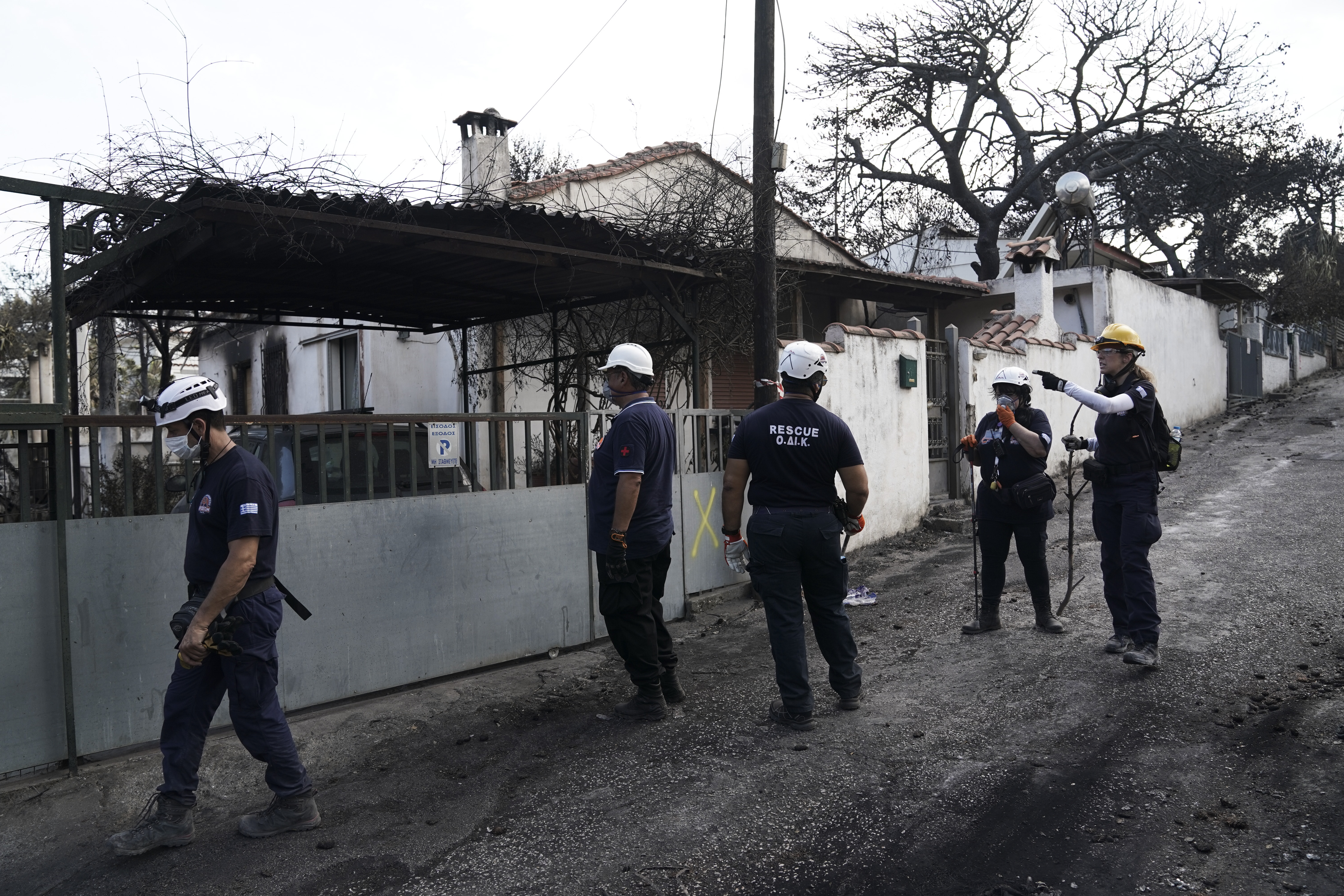 Questions about legal responsibility of police in battling wildfire | tovima.gr