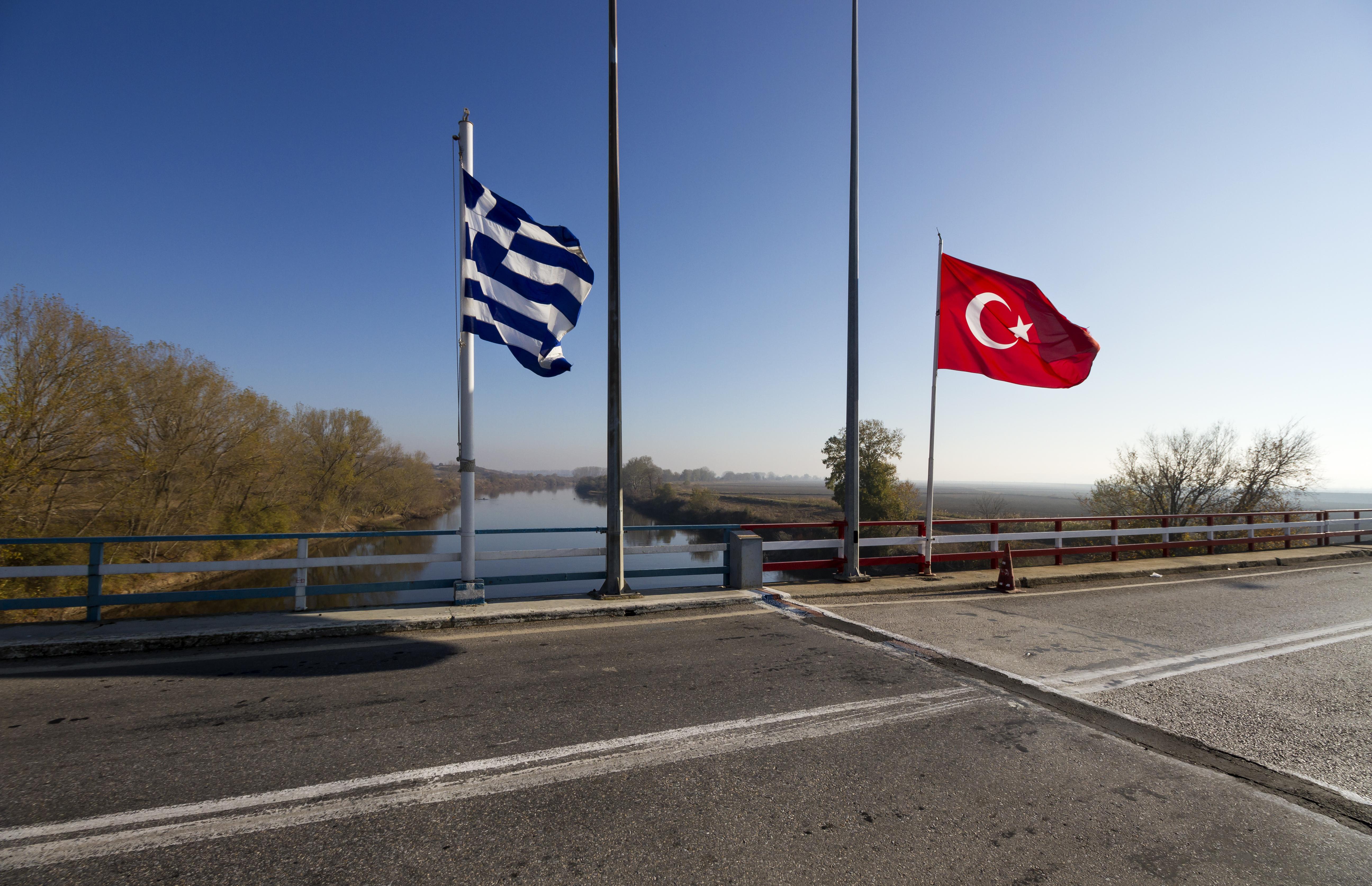 Οι δύο αξιωματικοί που συνελήφθησαν στον Έβρο επιστρέφουν στην Τουρκία | tovima.gr