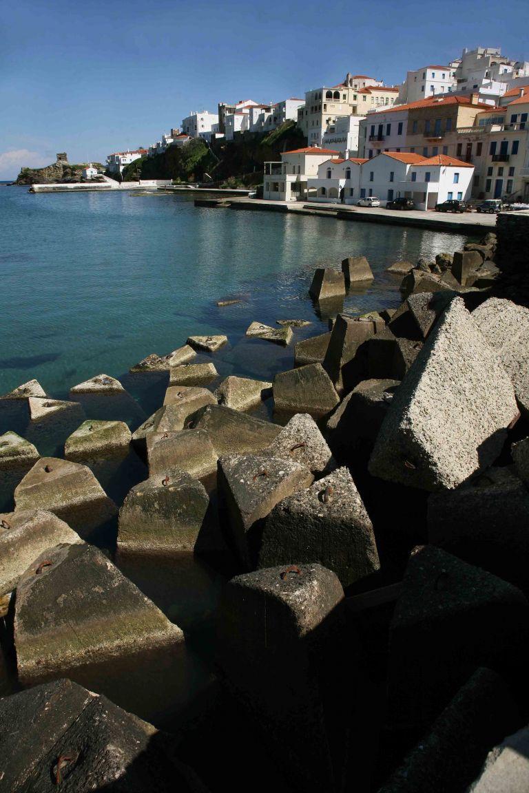 Ανδρος: Απονεμήθηκαν τα λογοτεχνικά βραβεία «Ν.Θέμελης» | tovima.gr