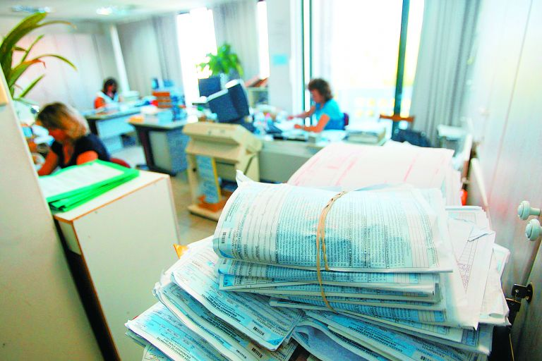 Ποια εισοδήματα του 2015 θα πληρώσουν την αναδιανομή των φορολογικών βαρών | tovima.gr