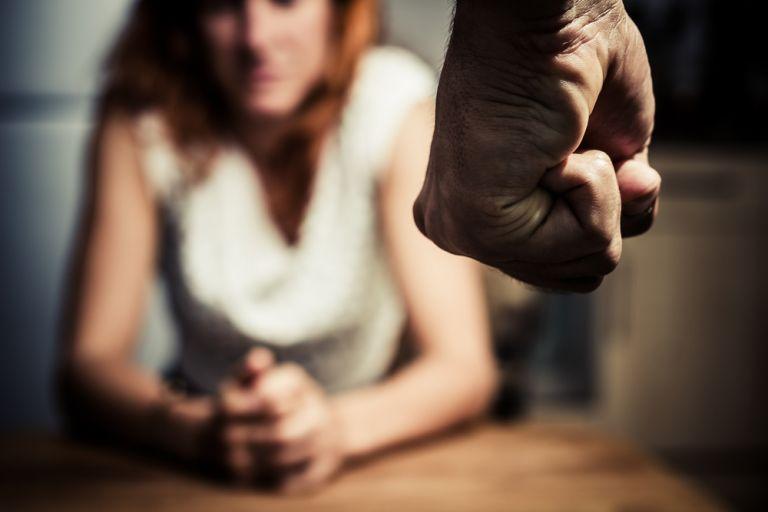 Αυξήθηκαν κατά 47% τα κρούσματα βίας κατά των γυναικών στην Ελλάδα | tovima.gr