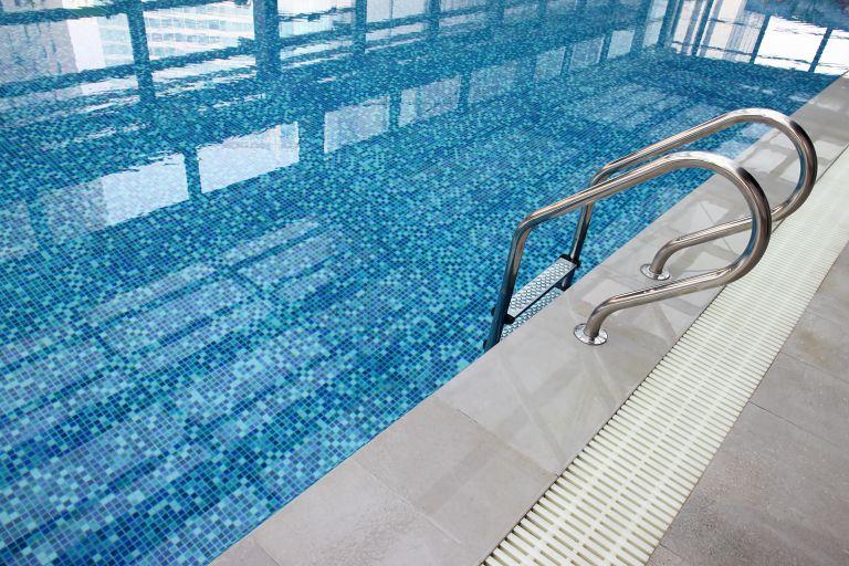 Τραγικός θάνατος παιδιού σε πισίνα ξενοδοχείου στη Ρόδο | tovima.gr